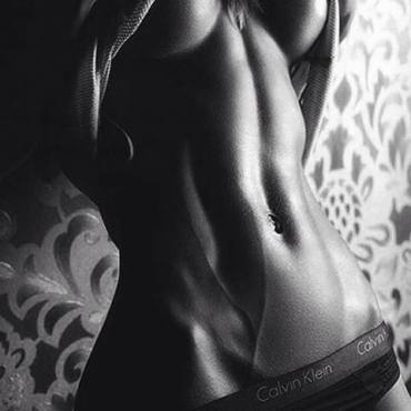 woman blackandwhite bellybutton bellybuttonpiercin